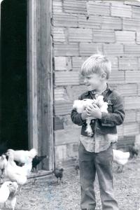 Jon with chicks0001